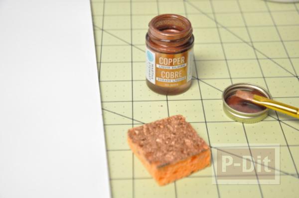 รูป 7 กระดานหมากรุก ทำจากแผ่นไม้เก่าๆ กระดุมพ่นสี