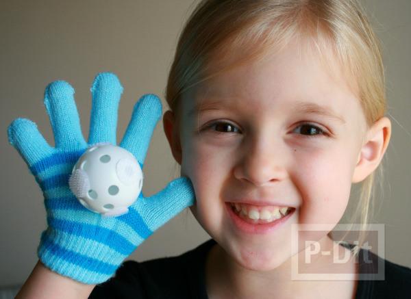 รูป 1 ทำของเล่นง่ายๆ ลูกบอล กับถุงมือ