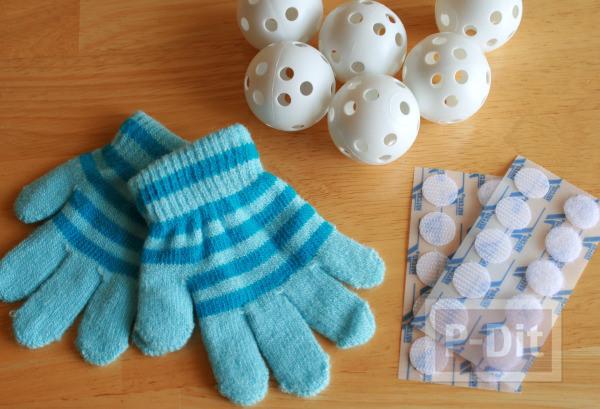 รูป 2 ทำของเล่นง่ายๆ ลูกบอล กับถุงมือ