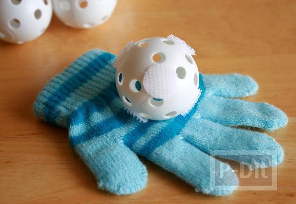 รูป 4 ทำของเล่นง่ายๆ ลูกบอล กับถุงมือ