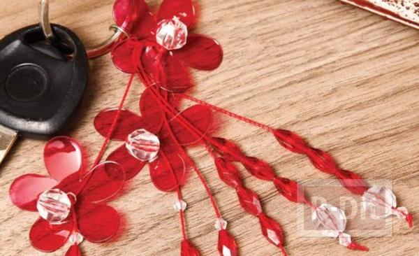 พวงกุญแจดอกไม้พลาสติก ประดับลูกปัด