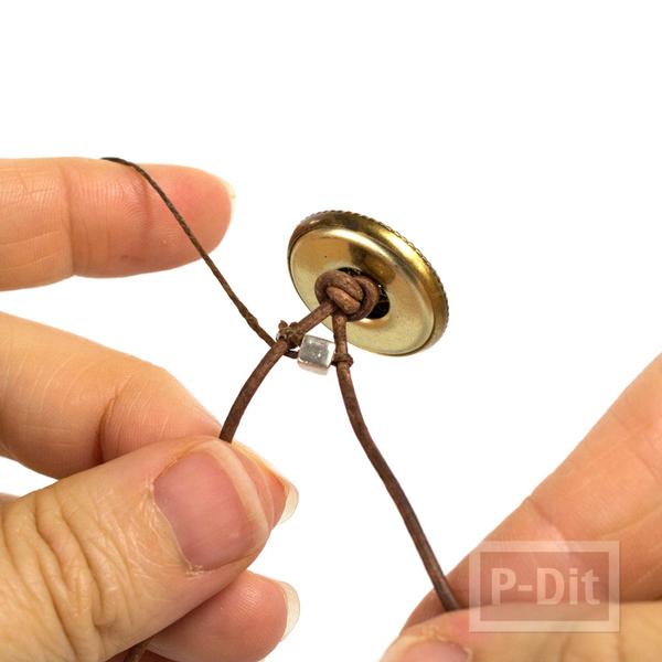 รูป 5 สร้อยข้อมือทำเอง ถักจากสายหนัง ประดับเม็ดเล็กๆ