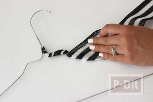 รูป 3 ไม้แขวนเสื้อตกแต่งลายสวย จากผ้า ไหมพรม…
