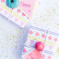 กล่องของขวัญ ห่อกระดาษสีสวย ร้อยลูกปัด