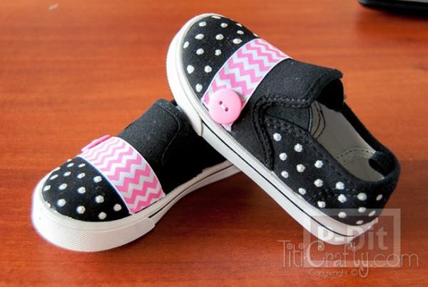 รูป 2 รองเท้าผ้า ประดับริบบิ้นสีสดใส