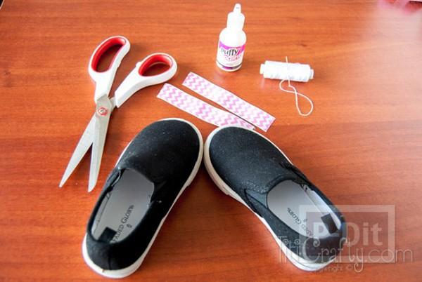 รูป 3 รองเท้าผ้า ประดับริบบิ้นสีสดใส