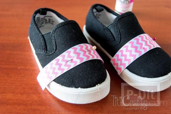 รูป 4 รองเท้าผ้า ประดับริบบิ้นสีสดใส