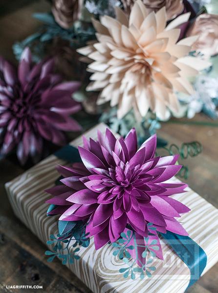 รูป 3 แพทเทิร์นดอกไม้กระดาษแสนสวย ห่อของขวัญ ทำช่อดอกไม้