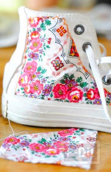รูป 4 รองเท้าผ้าใบ ตกแต่งลายสวย จากผ้า