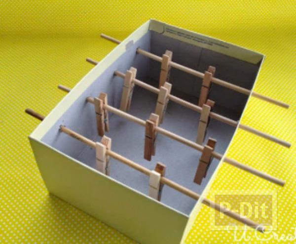 รูป 3 ทำของเล่นจากกล่องรองเท้า และไม้หนีบผ้า