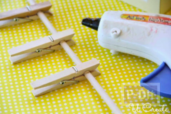รูป 4 ทำของเล่นจากกล่องรองเท้า และไม้หนีบผ้า