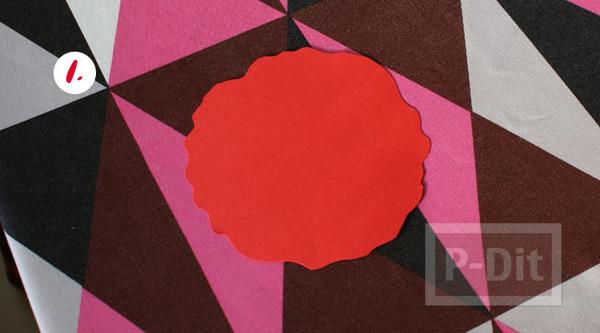 รูป 3 ดอกไม้กระดาษสีแดง ทำเอง หลายกลีบ