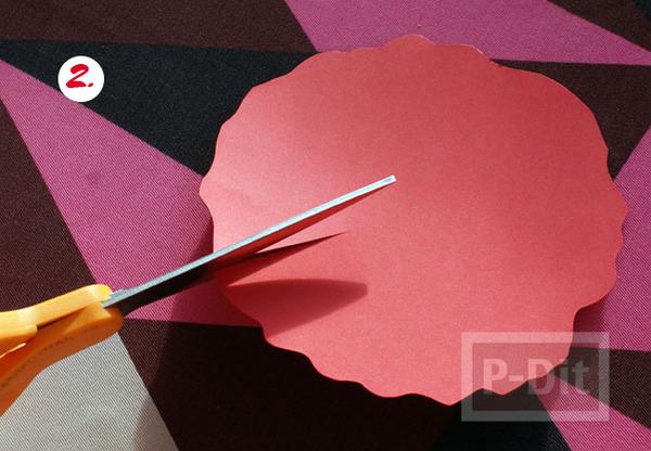 รูป 4 ดอกไม้กระดาษสีแดง ทำเอง หลายกลีบ