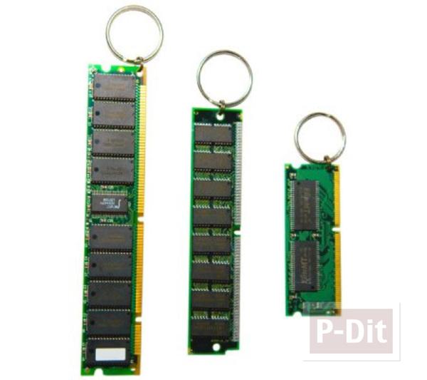 รูป 2 พวงกุญแจ ทำจากชิ้นส่วน คอมพิวเตอร์ เก่าๆ