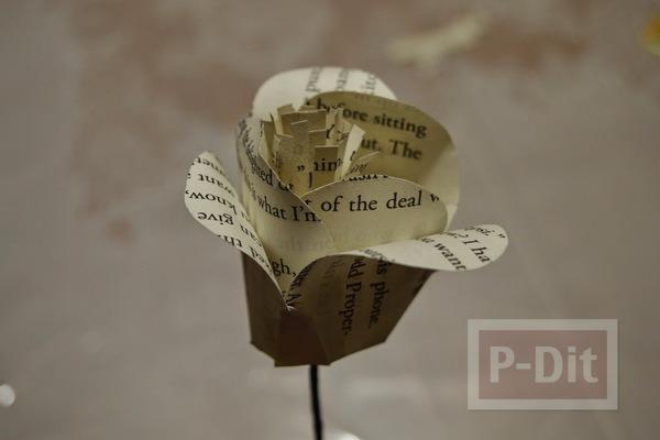 รูป 3 ดอกไม้ ทำจากกระดาษนิตยสาร เก่าๆ