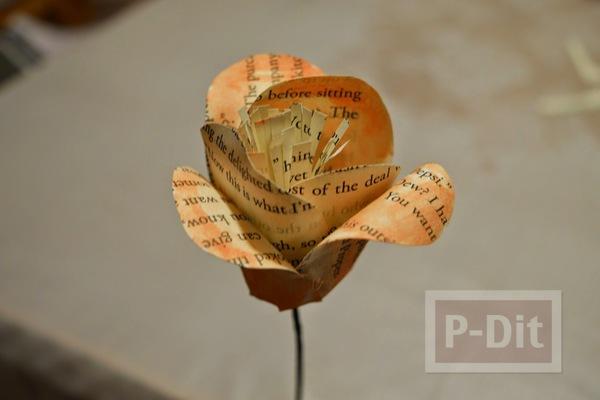 รูป 5 ดอกไม้ ทำจากกระดาษนิตยสาร เก่าๆ