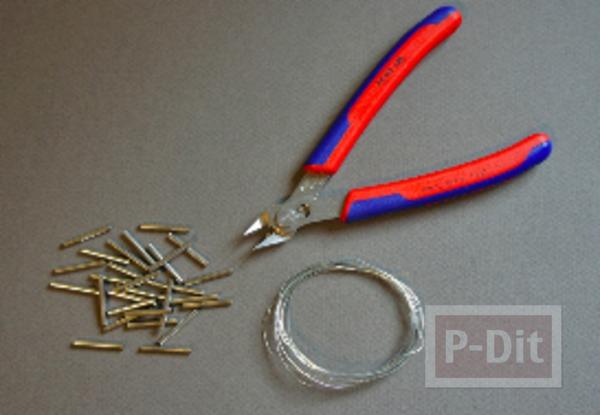 รูป 2 สร้อยข้อมือ ทำจากลวด และท่อเหล็กเล็กๆ