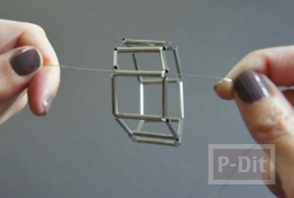 รูป 6 สร้อยข้อมือ ทำจากลวด และท่อเหล็กเล็กๆ