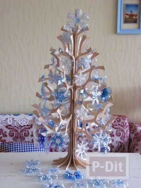 รูป 2 ต้นคริสต์มาส ทำจากขวดน้ำพลาสติก