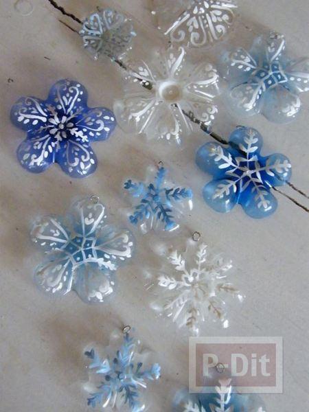 รูป 3 ต้นคริสต์มาส ทำจากขวดน้ำพลาสติก