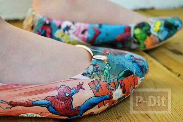 รูป 2 รองเท้าคู่สวยๆ ตกแต่งลายการ์ตูน จากหนังสือ