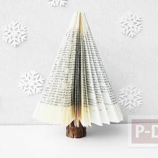 ต้นคริสต์มาส ทำจากหนังสือเก่าๆ
