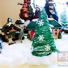 ต้นคริสต์มาส ทำจากเชือกสีเขียว ประดับเกล็ดหิมะปลอม