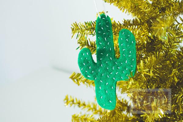 รูป 2 ของประดับต้นคริสต์มาส ทำจากผ้า น่ารักๆ