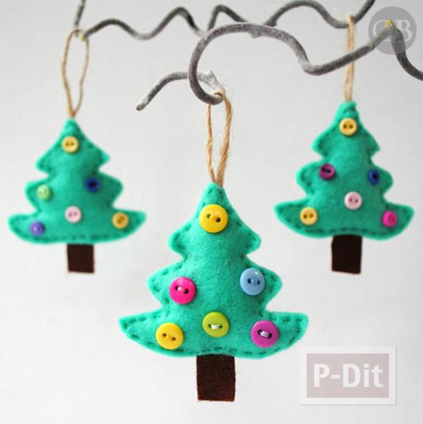 ต้นคริสต์มาสเล็กๆ ประดับจากกระดุม