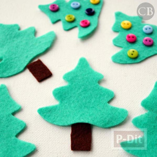 รูป 5 ต้นคริสต์มาสเล็กๆ ประดับจากกระดุม