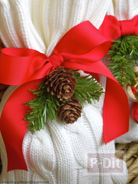 รูป 3 ถุงใส่ของขวัญคริสต์มาส ทำจากเสื้อหนาว ตัวเก่า