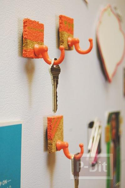 รูป 5 ที่แขวนพวงกุญแจ ทำจากแผ่นไม้ก็อก