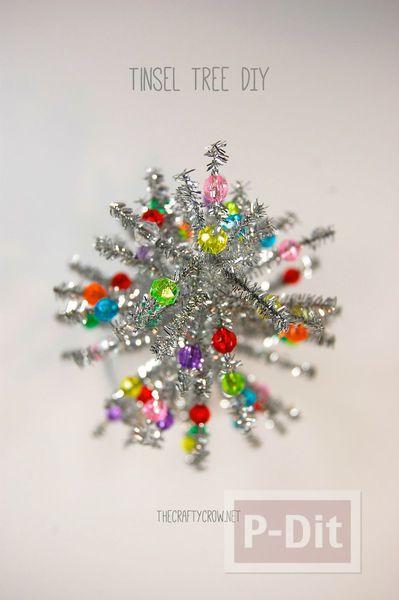 รูป 5 ต้นคริสต์มาส ต้นเล็กๆ ทำจากลวดสีสวย ประดับพู่