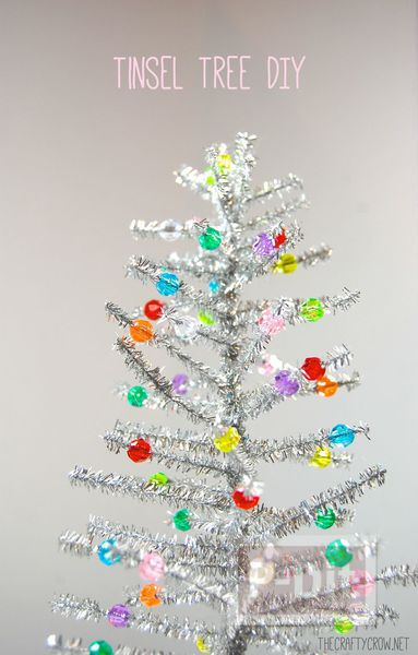 รูป 6 ต้นคริสต์มาส ต้นเล็กๆ ทำจากลวดสีสวย ประดับพู่
