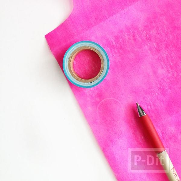 รูป 5 ดอกไม้กระดาษ ทำเองสีสด ประดับกล่องของขวัญ
