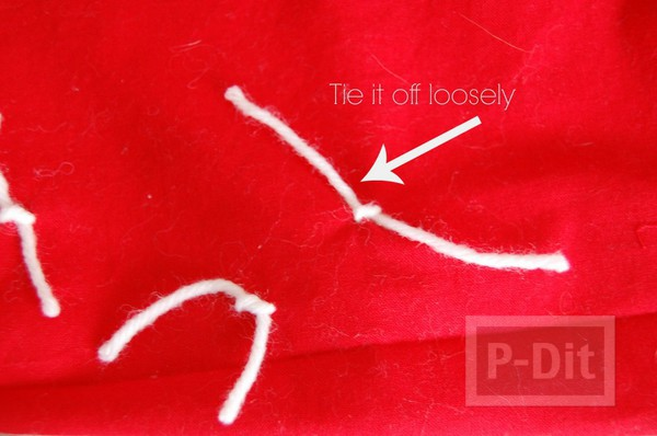 รูป 4 หมอนอิง สีแดง ขาว ตกแต่งประดับเชือก