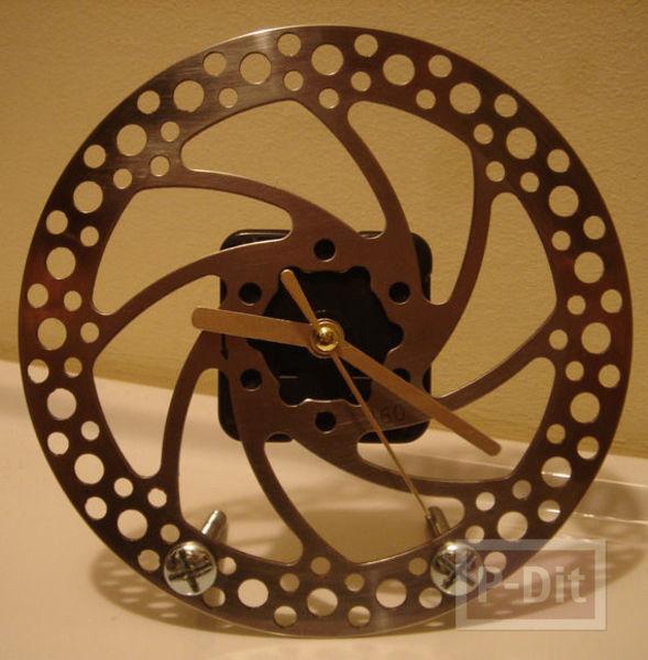 รูป 2 นาฬิกาตั้งโต๊ะ  ทำจากเบรกจักรยาน