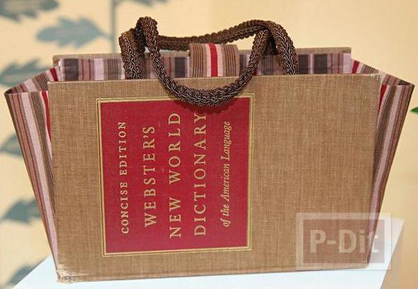 รูป 2 หนังสือเล่มเก่าๆ นำมาทำเป็นกระเป๋า