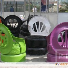 เก้าอี้สนาม ทำจากยางรถยนต์เก่าๆ