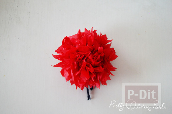 รูป 6 ทำดอกไม้ ประดับไฟกระพริบ จากกระดาษสีสด