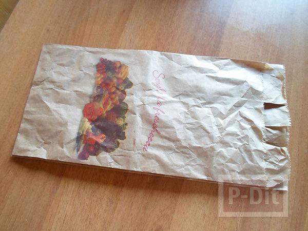 รูป 2 กล่องรูปหัวใจ ทำจากถุงกระดาษเก่าๆ สีน้ำตาลและขาว