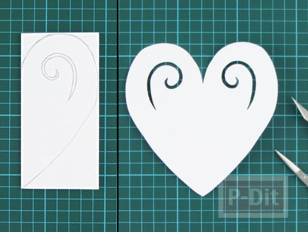 รูป 3 ตัดการ์ดเป็นรูปหัวใจ ส่งความรักวันวาเลนไทน์