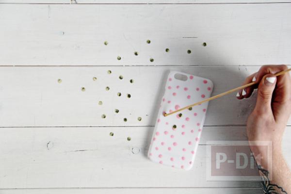 รูป 7 เคสไอโฟนตกแต่งลายสวย ด้วยสีทาเล็บ กระดาษทองสวยๆ