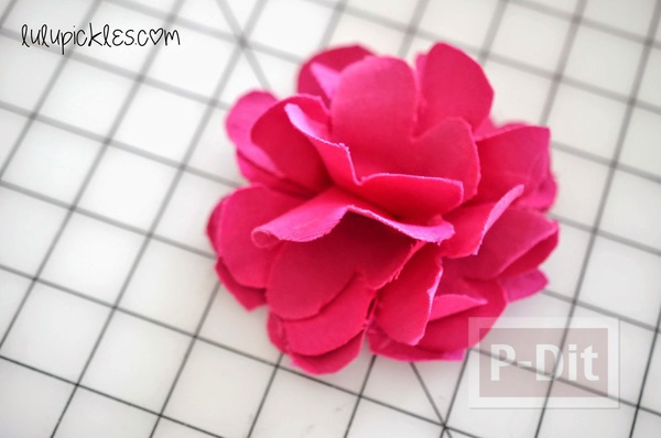 รูป 6 ดอกไม้ผ้า สีสวย ตัดตามแบบ