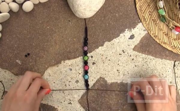 รูป 6 สอนถักสร้อยข้อมือ ลูกปัดสีสวย กับเชือกสีสด