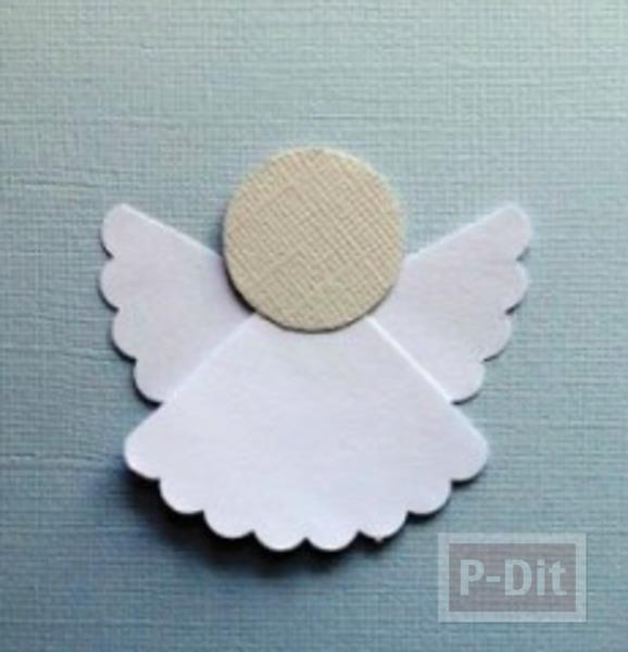 ตัดกระดาษ เป็นรูปนางฟ้าตัวเล็กๆ ประดับบอร์ด