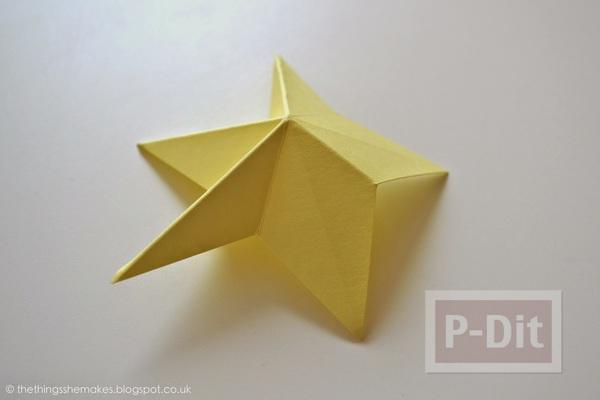 รูป 2 พับดาวกระดาษ ประดับบอร์ด