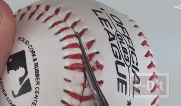 รูป 2 พวงกุญแจ ทำจากลูกเบสบอล