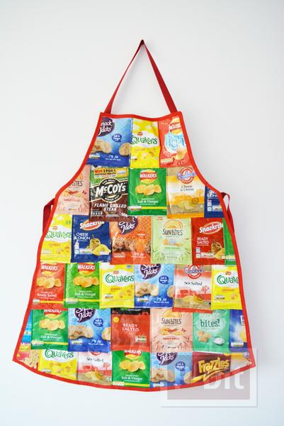 รูป 1 ผ้ากันเปื้อนทำจากถุงขนม