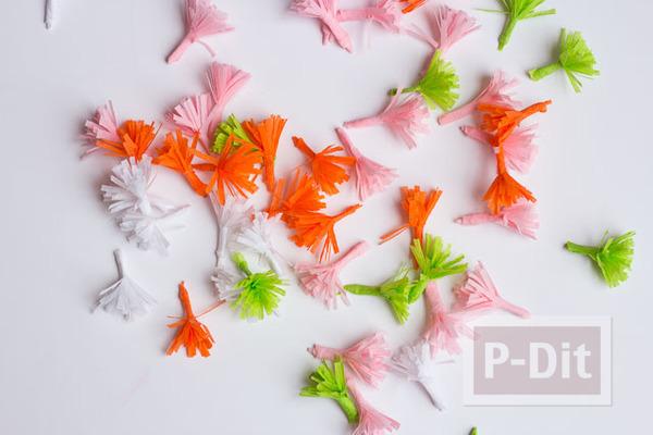 รูป 3 ดอกไม้กระดาษย่น ดอกเล็กๆ ประดับกิ่งไม้